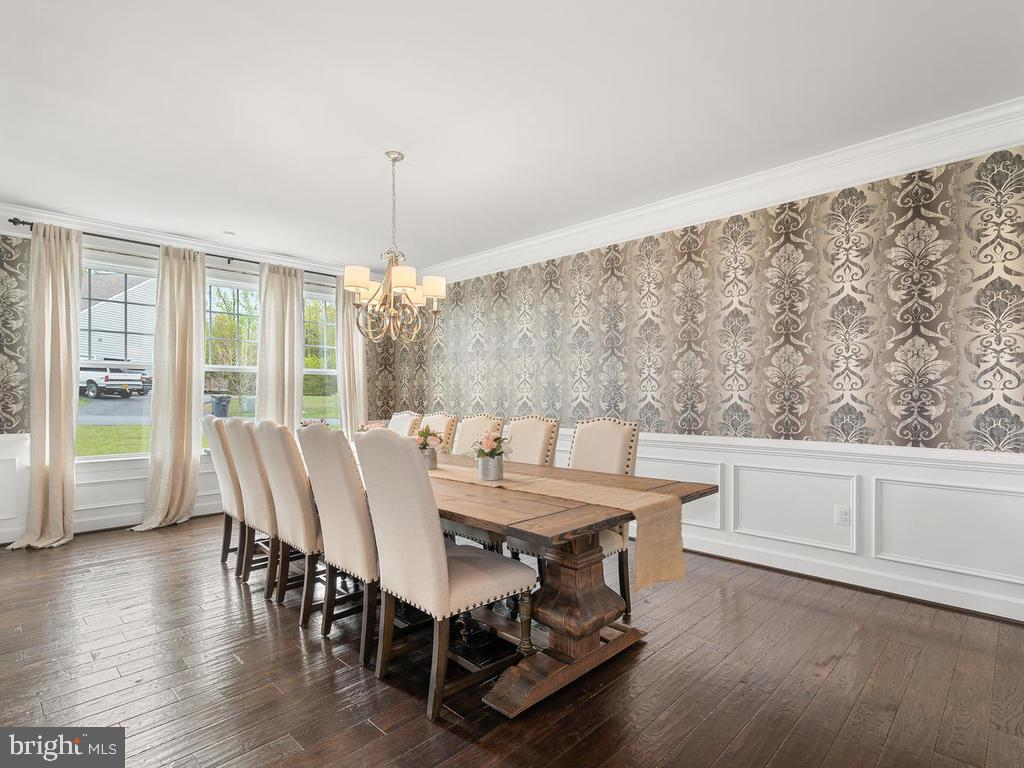 LARGE dining room perfect for gathering - 41532 BLAISE HAMLET LN, LEESBURG