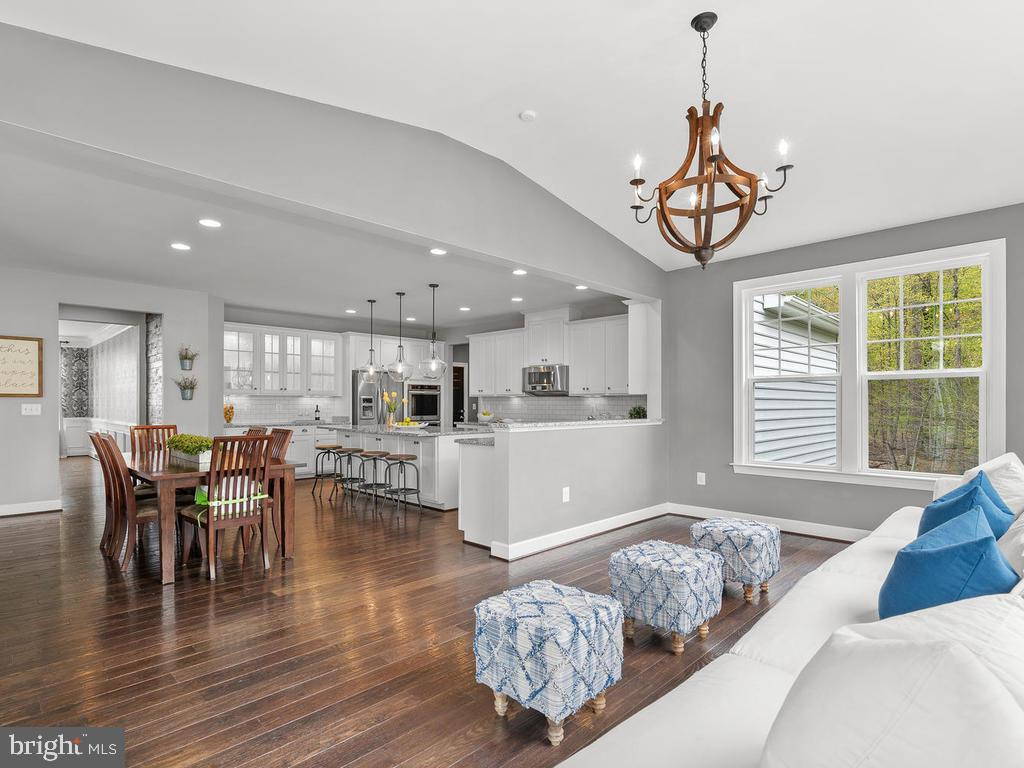 Imagine entertaining in this gorgeous space! - 41532 BLAISE HAMLET LN, LEESBURG