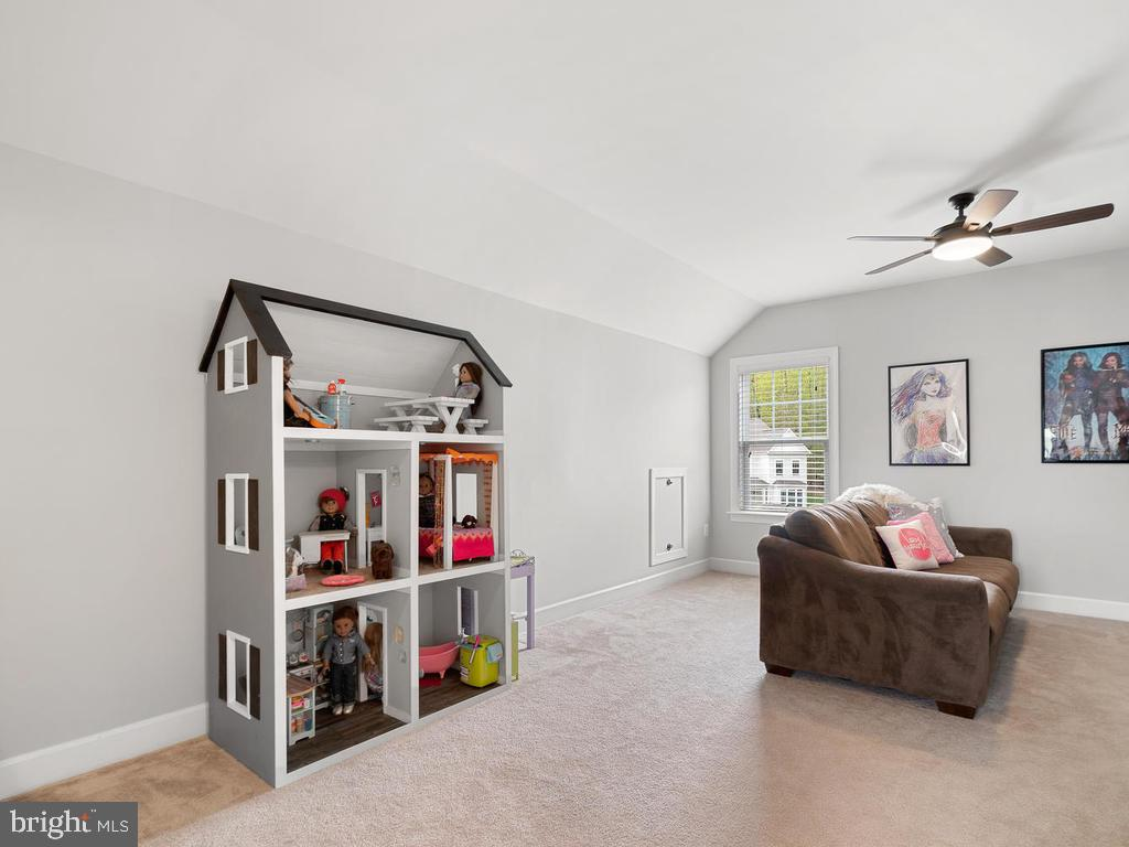 Perfect sitting area or additional play room - 41532 BLAISE HAMLET LN, LEESBURG