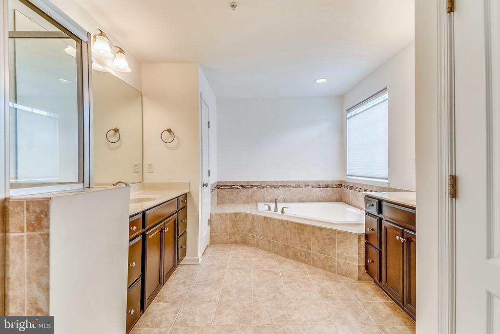 Master Bathroom - 232 WINDOM WAY, FREDERICK