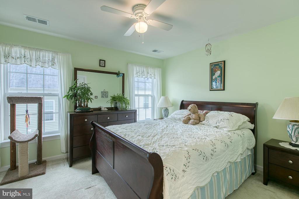 Large second bedroom with en-suite bathroom - 7475 RIDING MEADOW WAY, MANASSAS