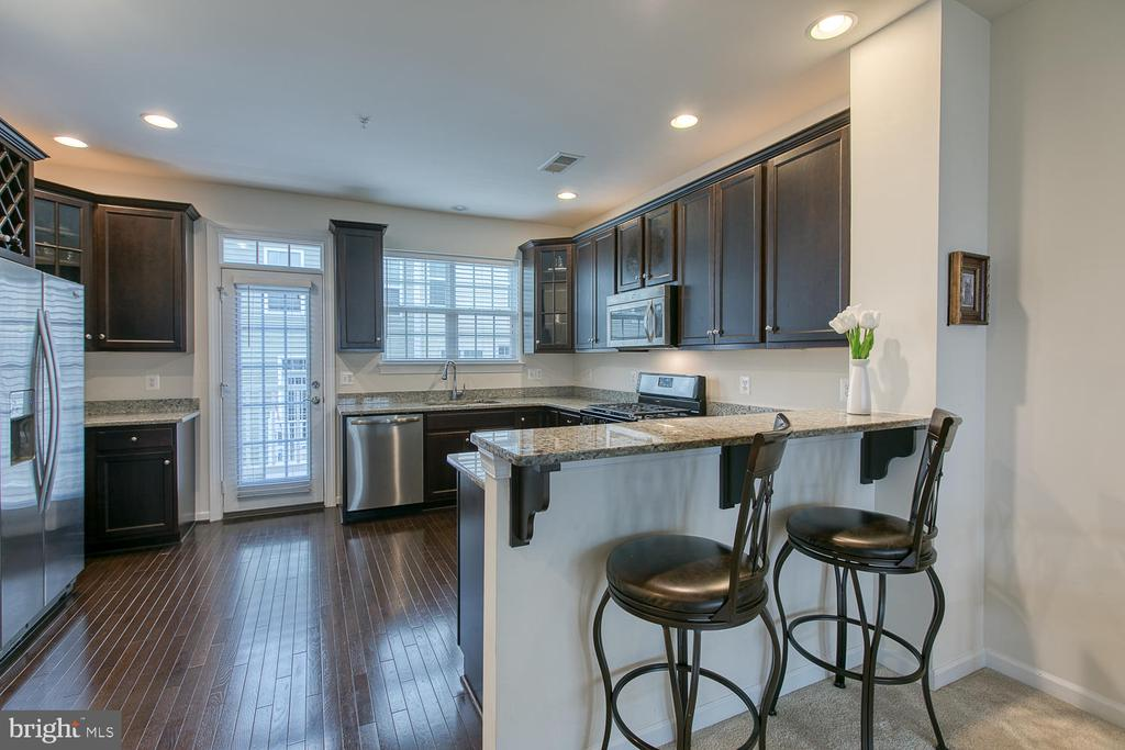 Granite countertops and stainless steel appliances - 7475 RIDING MEADOW WAY, MANASSAS