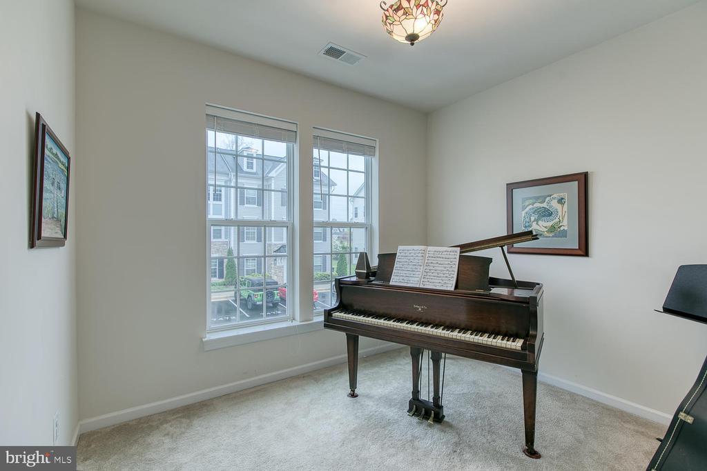 Den/office - Baby grand piano can convey! - 7475 RIDING MEADOW WAY, MANASSAS