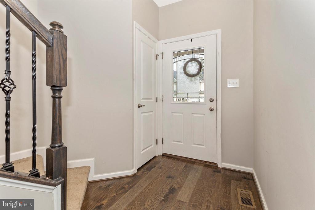 Foyer w/ Gleaming Wide-Plank Hardwood Floors - 1287 DRYDOCK ST, BRUNSWICK