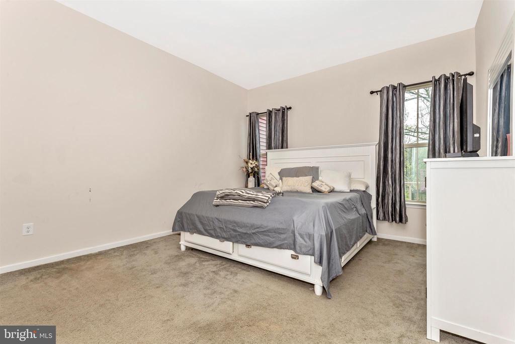 Main Floor Master Bedroom - 1287 DRYDOCK ST, BRUNSWICK