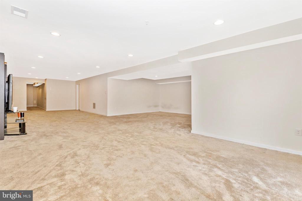 Lower Level Carpeted Rec Room - 1287 DRYDOCK ST, BRUNSWICK