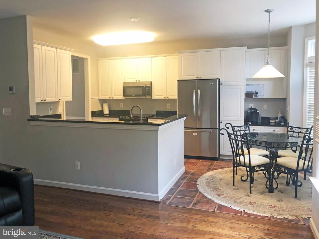 Large open kitchen with dining nook - 12222 DORRANCE CT, RESTON