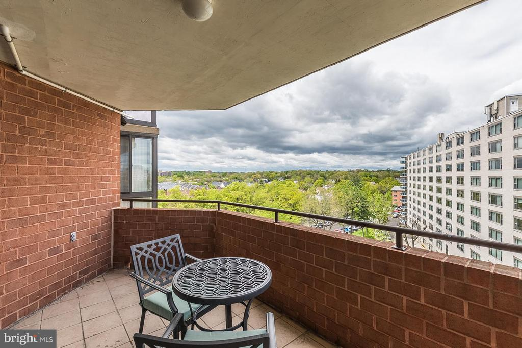 Wonderful Views from the 8th floor. - 1001 N RANDOLPH ST #819, ARLINGTON