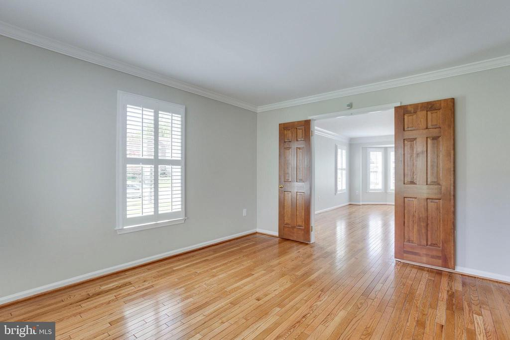 Open or Closed to the Living Room from Office - 2106 ROBIN WAY CT, VIENNA