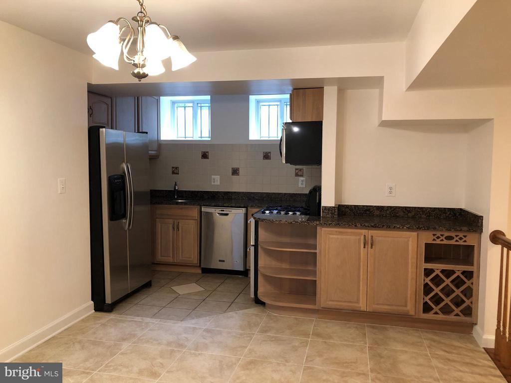 Full kitchen in the basement - 656 9TH ST NE, WASHINGTON