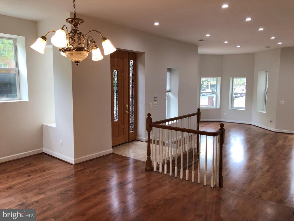 Large Living/dining room - 656 9TH ST NE, WASHINGTON