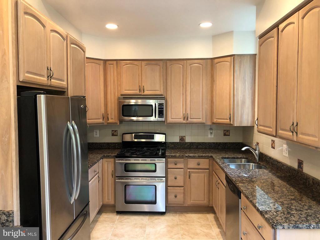 Main kitchen - 656 9TH ST NE, WASHINGTON