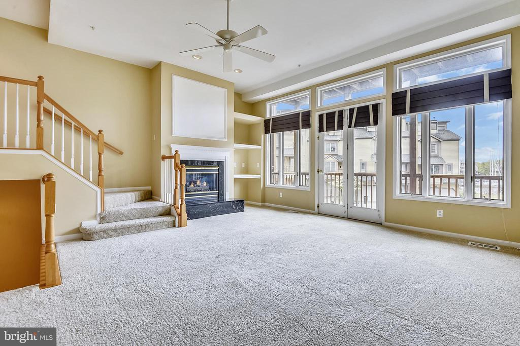 Formal Living Room  with cascading steps. - 7016 CLINTON CT #22A, ANNAPOLIS