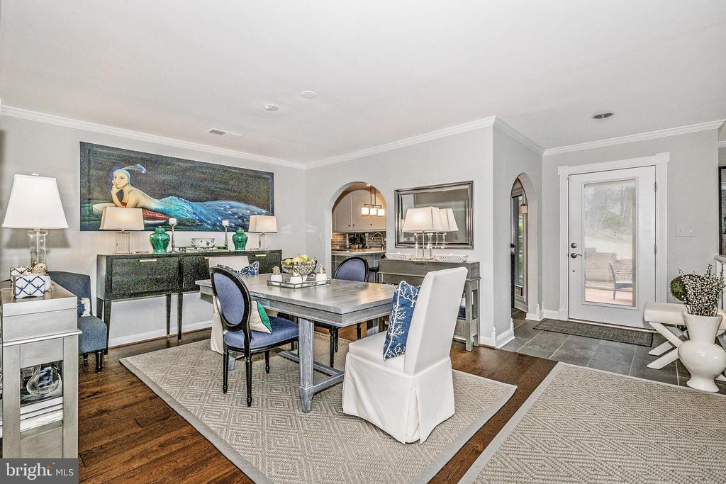 Foyer looking into the dining room - 12 SPA CREEK LNDG #A, ANNAPOLIS
