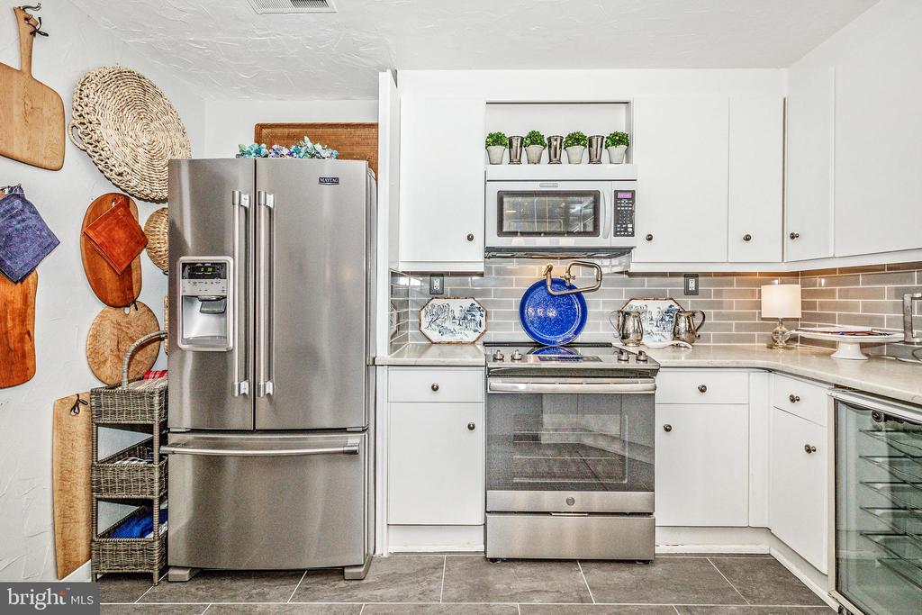 Large walk-in pantry to the left of fridge - 12 SPA CREEK LNDG #A, ANNAPOLIS
