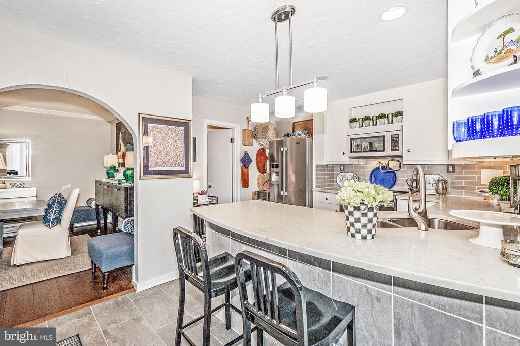 Kitchen into the dining room - 12 SPA CREEK LNDG #A, ANNAPOLIS