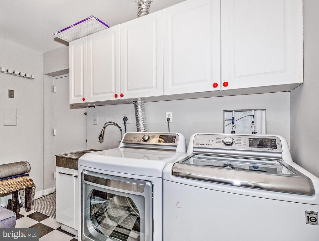 Laundry room with new checkered tile floor - 12 SPA CREEK LNDG #A, ANNAPOLIS