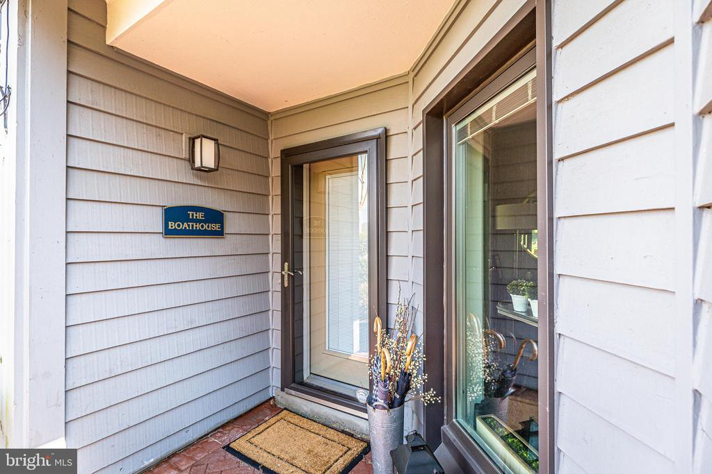 Corner unit with extra side yard and patio - 12 SPA CREEK LNDG #A, ANNAPOLIS