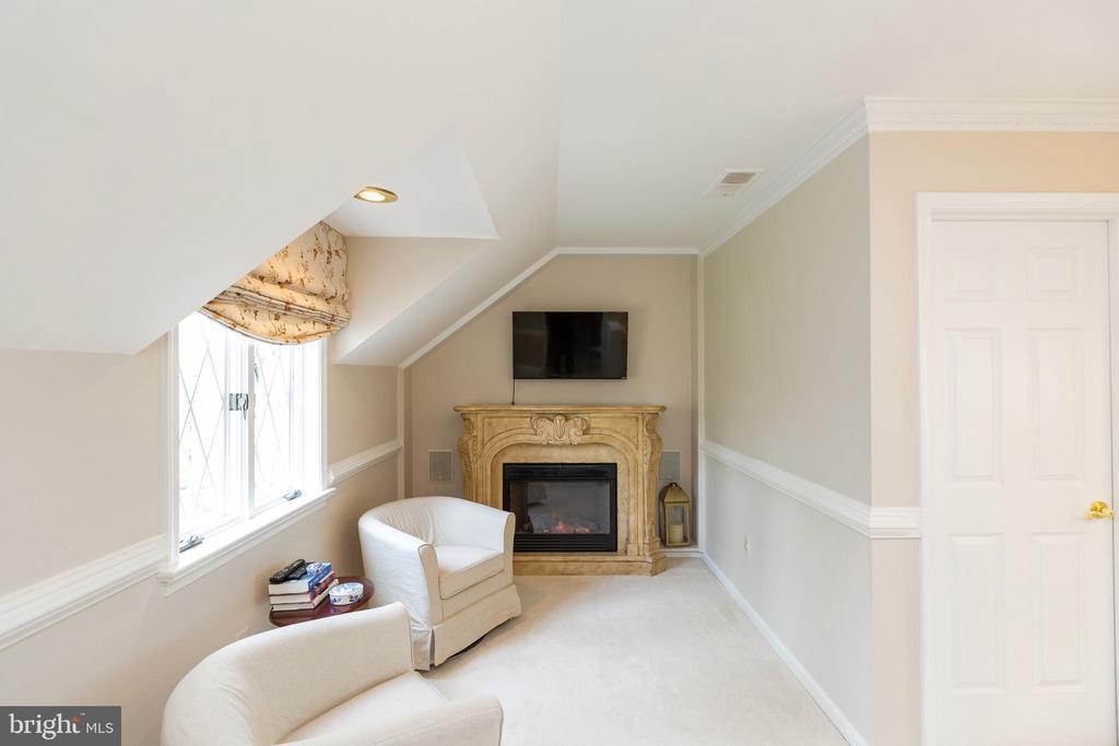 Master suite sitting room - 1020 MONROE ST, HERNDON