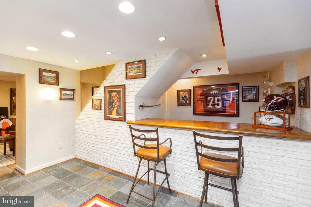 Another  view of wet bar - 1020 MONROE ST, HERNDON