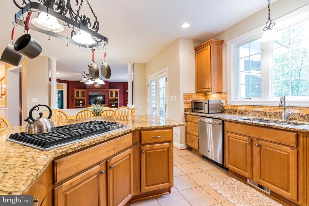 Cooktop in island - 20 WINDSONG WAY, STAFFORD