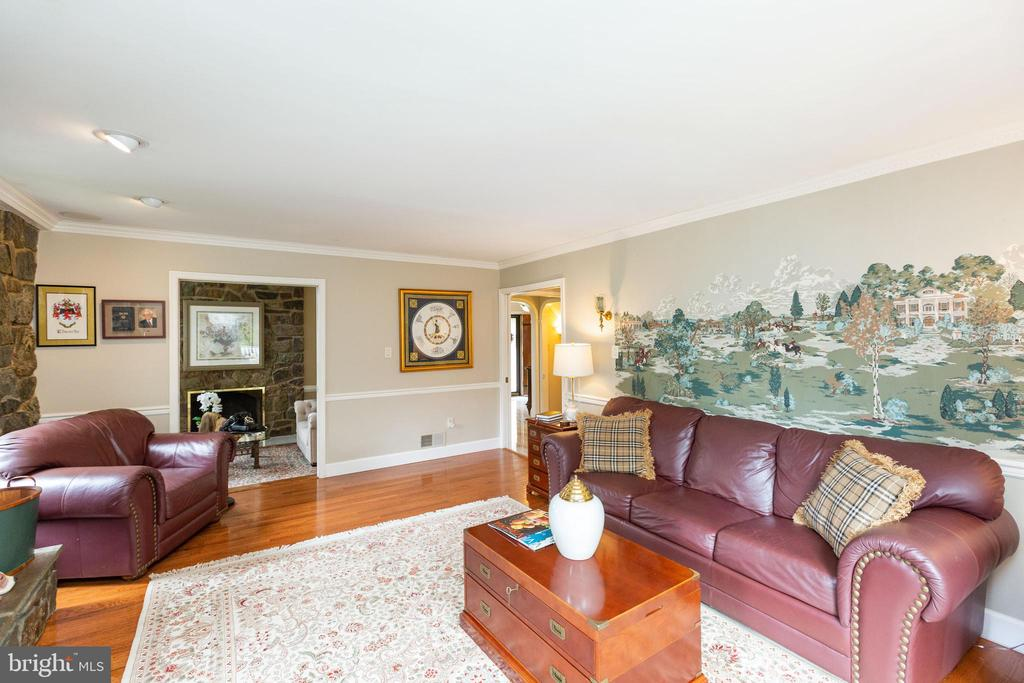 Family room looking to living room - 1020 MONROE ST, HERNDON