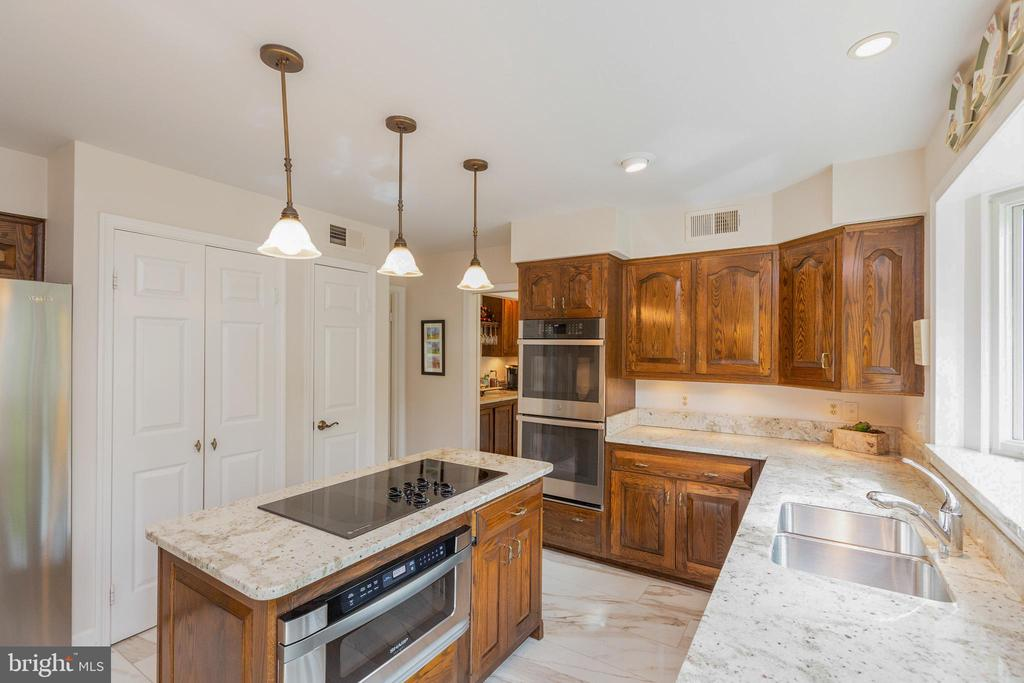 Kitchen-notice pantry and storage closets - 1020 MONROE ST, HERNDON