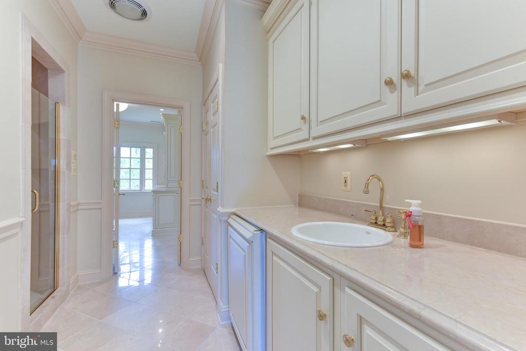 Coffee area in Master Bathroom with refrigerator - 3823 N RANDOLPH CT, ARLINGTON
