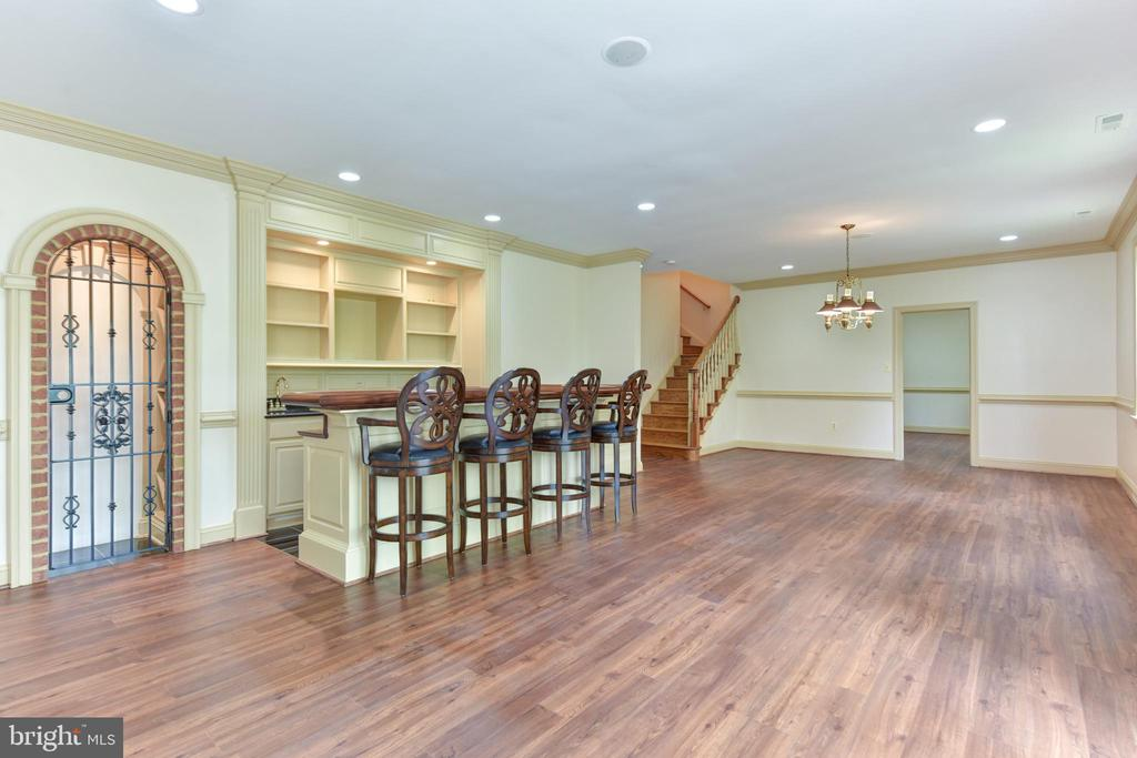 Rec Room with Wine Cellar and Hardwood Floor - 3823 N RANDOLPH CT, ARLINGTON