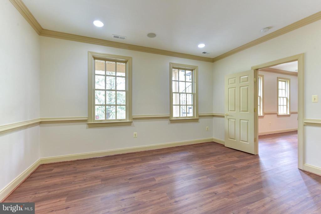 Lower Level Bedroom with Full Bath - 3823 N RANDOLPH CT, ARLINGTON