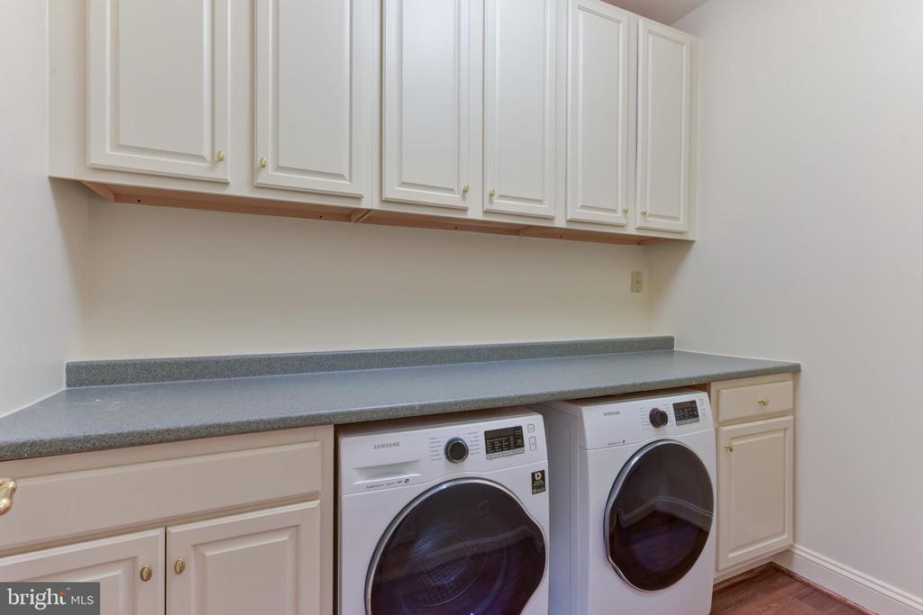 Upper Level Laundry Room with Front Loading Washer - 3823 N RANDOLPH CT, ARLINGTON