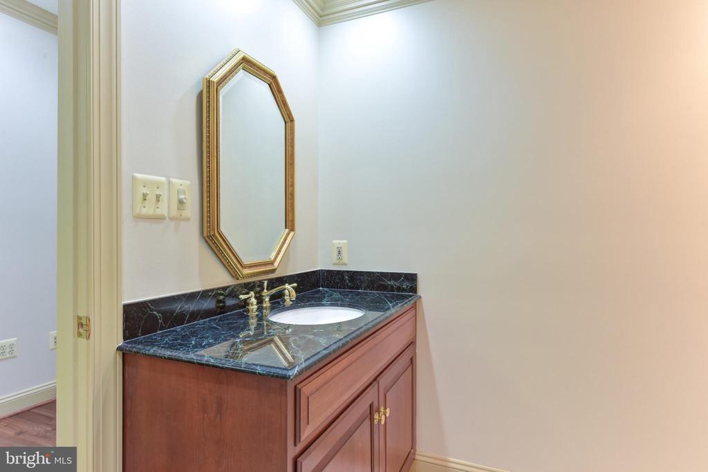 En-suite Full Bathroom In Lower Level Bedroom - 3823 N RANDOLPH CT, ARLINGTON
