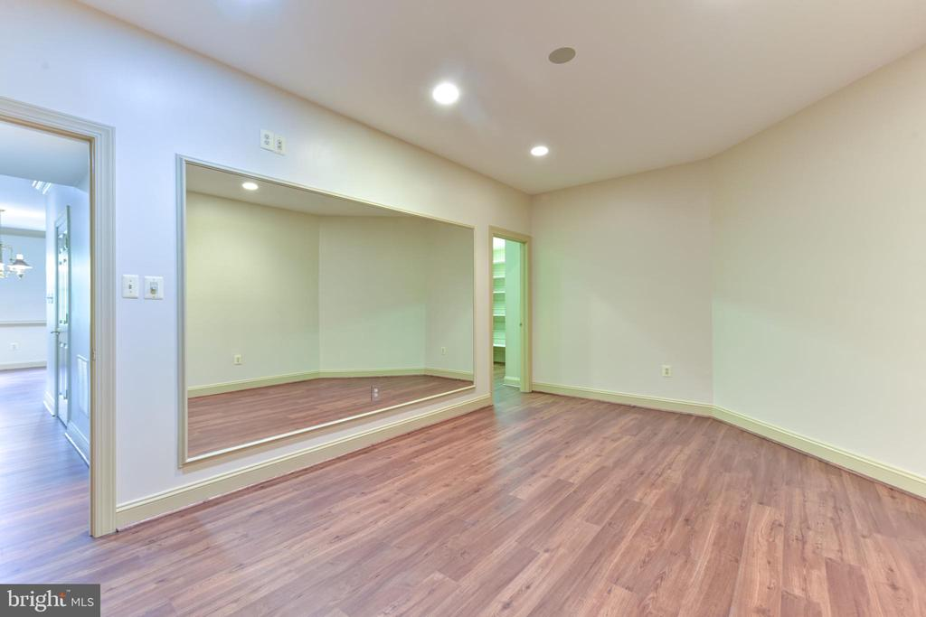 Exercise Room with Mirrored Wall in Lower Level - 3823 N RANDOLPH CT, ARLINGTON