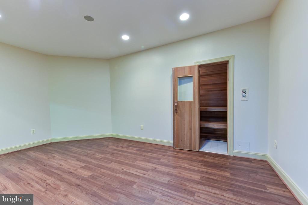 Exercise Room/Sauna - 3823 N RANDOLPH CT, ARLINGTON