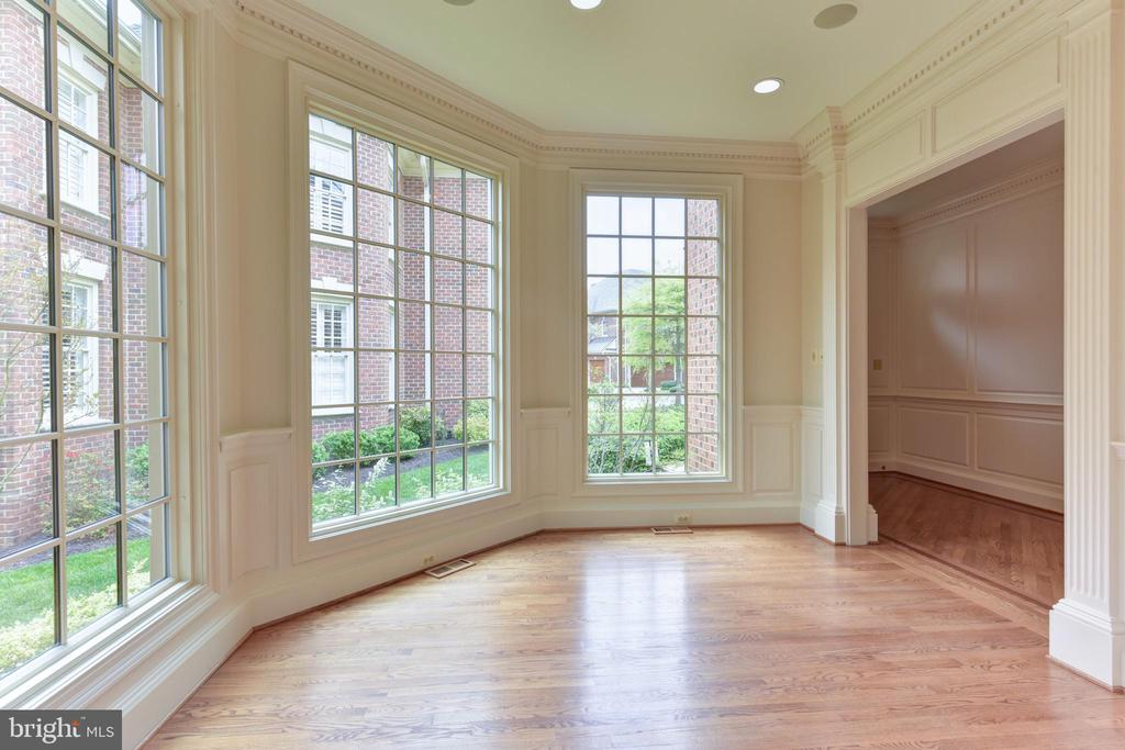 Wall of windows in Reception Area - 3823 N RANDOLPH CT, ARLINGTON