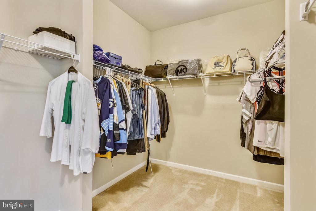 Need Big closet for your bags & shoes? This is it! - 17966 WOODS VIEW DR, DUMFRIES