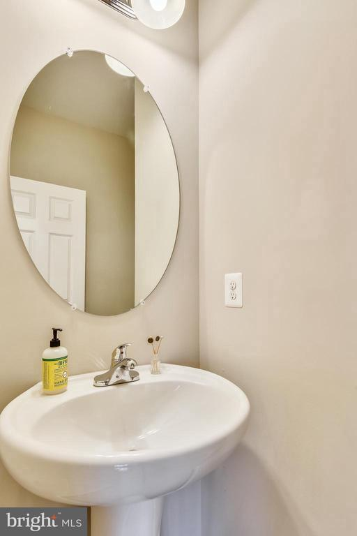 Half bathroom main - 17966 WOODS VIEW DR, DUMFRIES