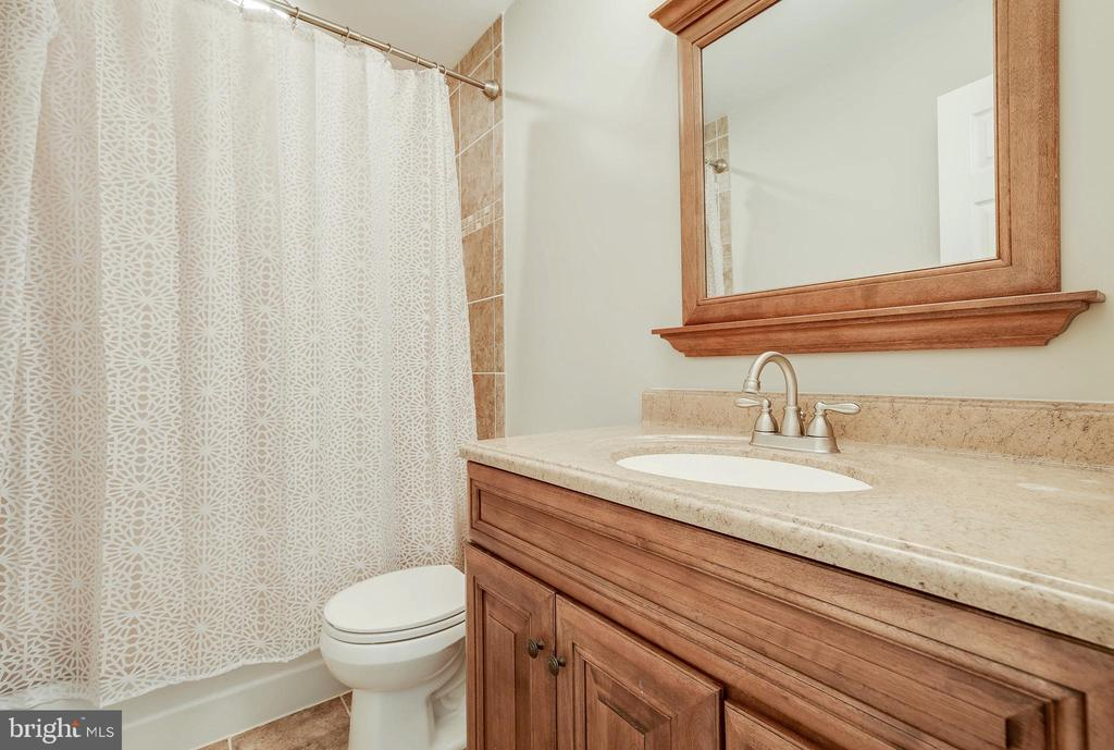 Upper Level 2nd Full Bath - 4257 MOOT DR, DUMFRIES