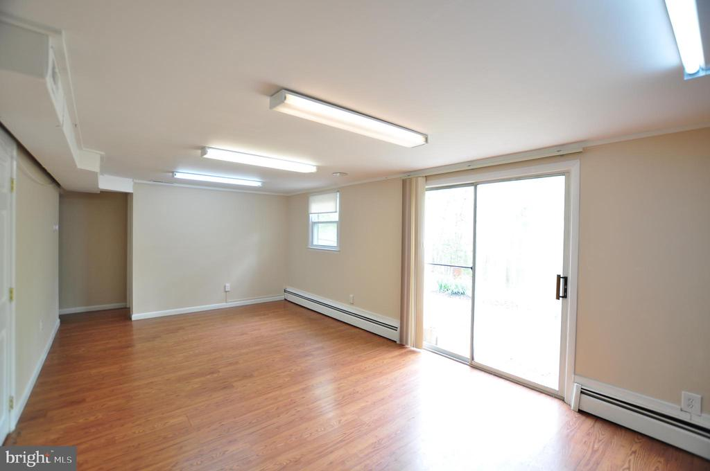 Family Room Level Walkout! - 4311 WENDY CT, MONROVIA
