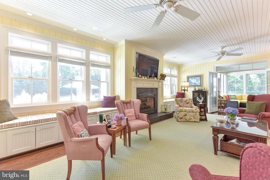 Main level family room - 5937 TELEGRAPH RD, ALEXANDRIA