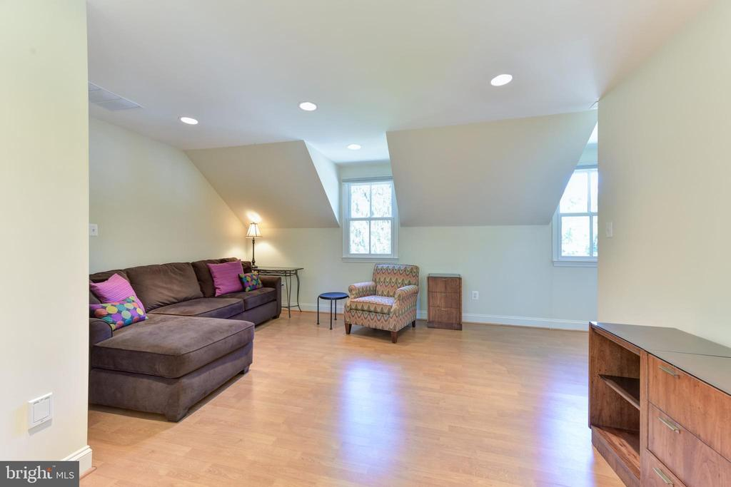 One bedroom apartment above garage - living area - 5937 TELEGRAPH RD, ALEXANDRIA