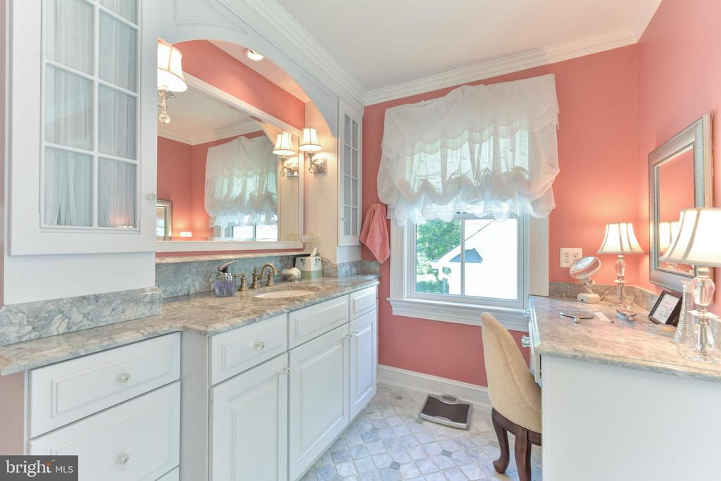 His and hers vanities - 5937 TELEGRAPH RD, ALEXANDRIA