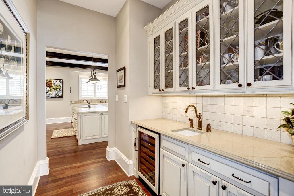 convenient sink, tile backsplash - 6537 36TH ST N, ARLINGTON