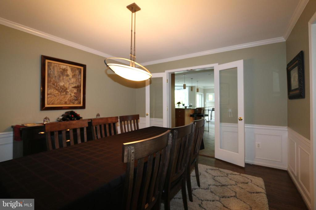 Dining room looking into kitchen - 10651 OAKTON RIDGE CT, OAKTON