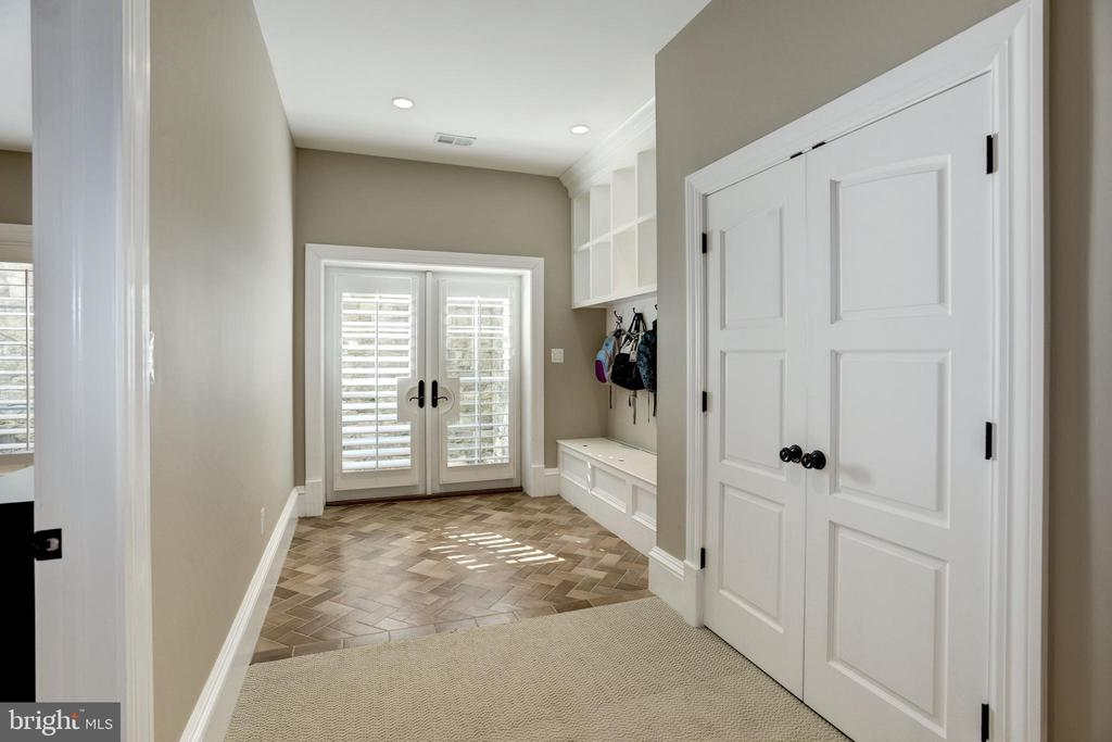 atrium doors from side yard to mudroom and closet - 6537 36TH ST N, ARLINGTON