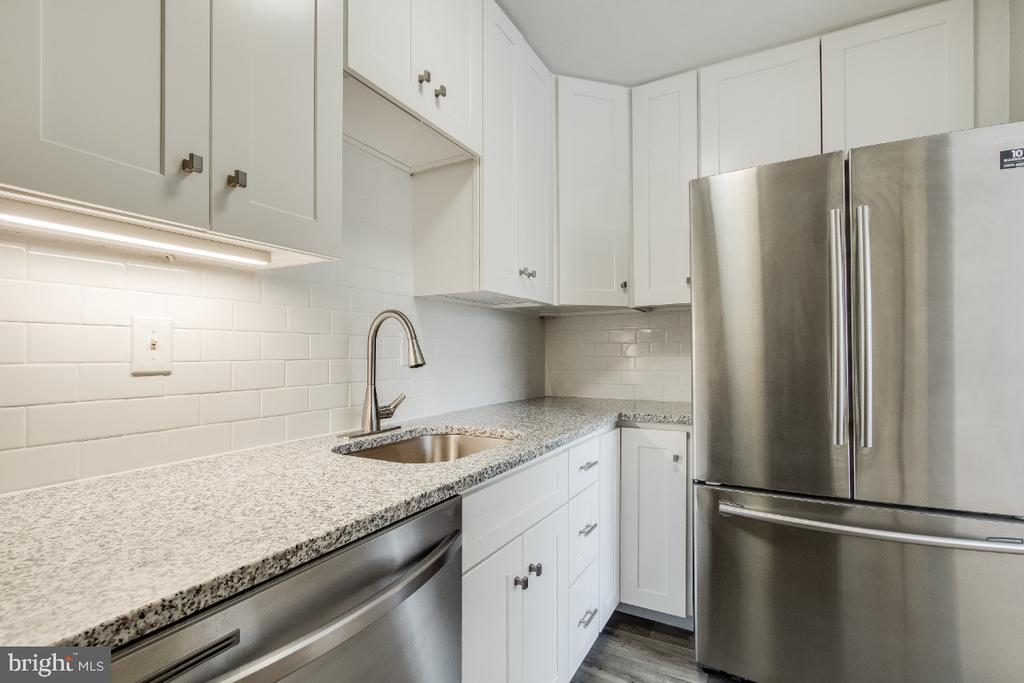 Renovated kitchen with Granite and Stainless - 1210 N TAFT ST #307, ARLINGTON