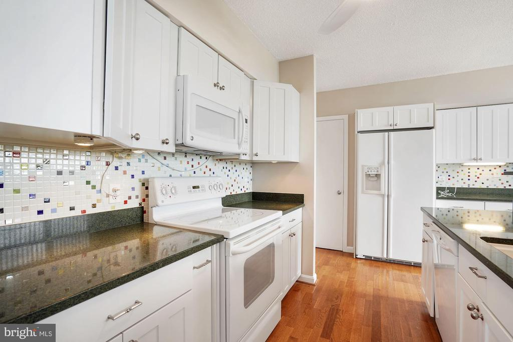 Renovated kitchen - 5501 SEMINARY RD #611S, FALLS CHURCH