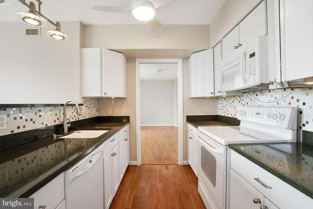 Kitchen looking to dining room - 5501 SEMINARY RD #611S, FALLS CHURCH