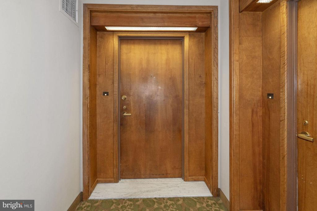 Front door from hall - 5501 SEMINARY RD #611S, FALLS CHURCH