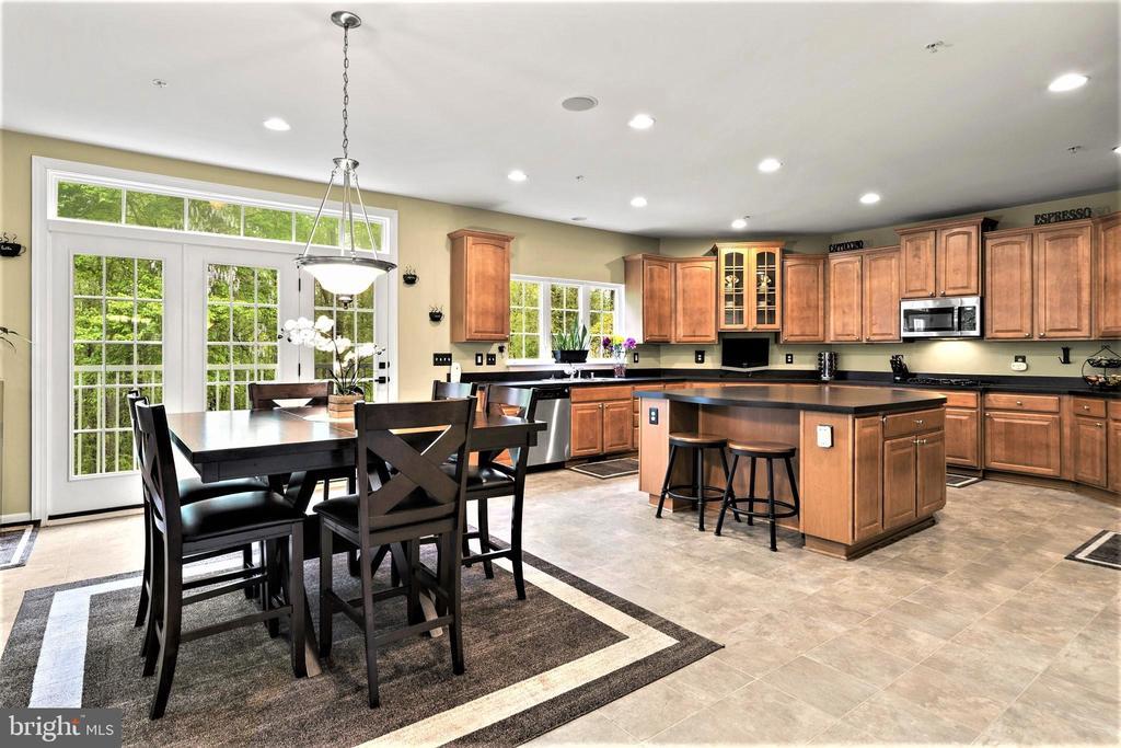 Expansive Kitchen - 5442 EAGLE OWL CT, WALDORF